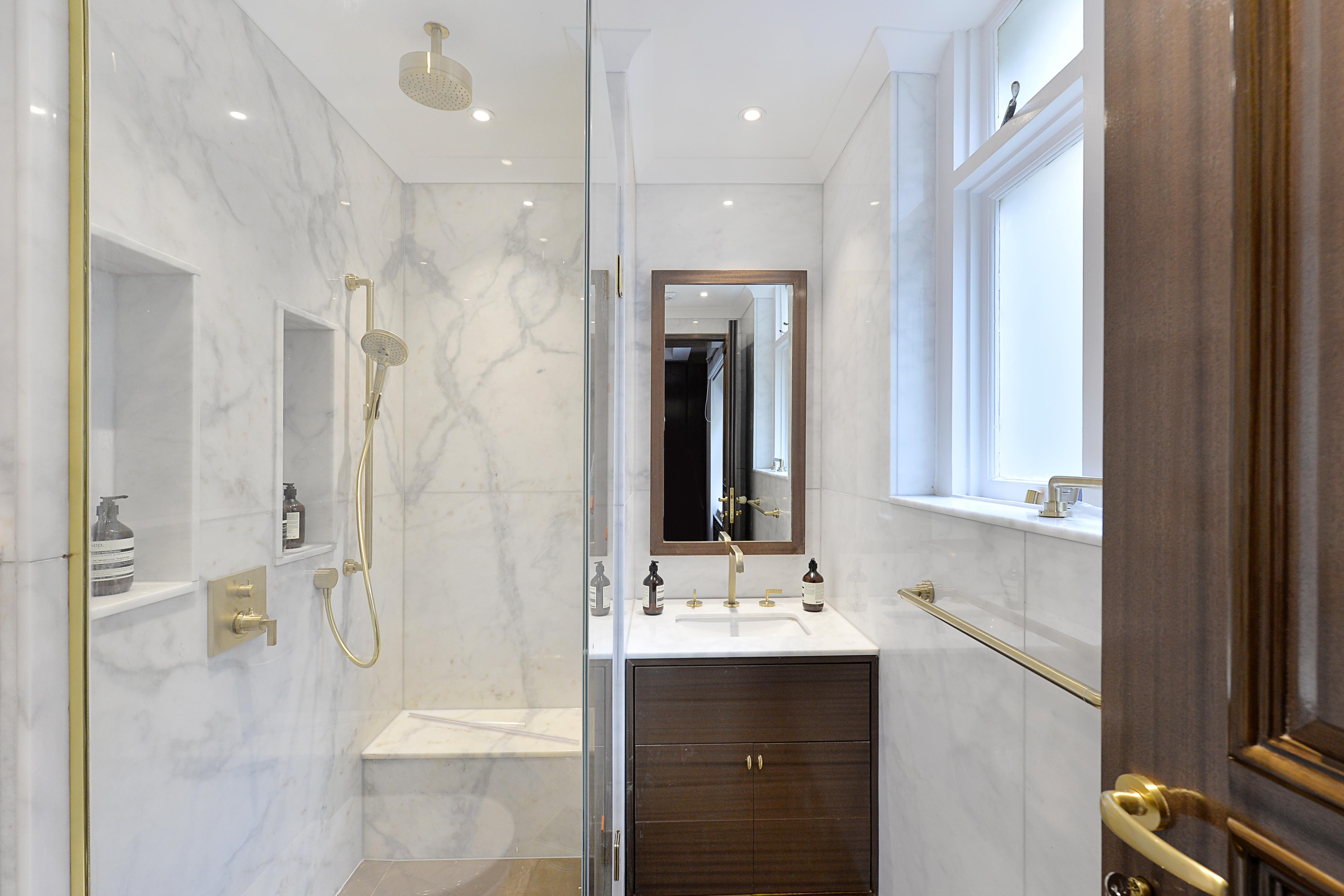 Montagu Mansions,Bathroom