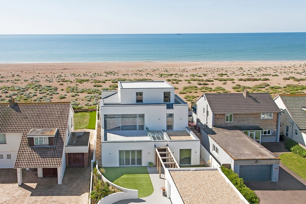 Top 10 beach houses for sale zoopla for Modern house zoopla
