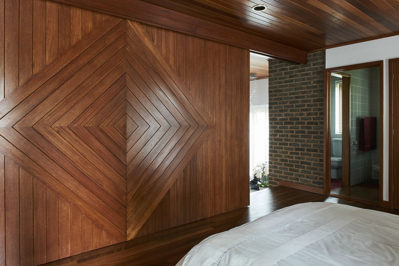 The Modern House,Closeups