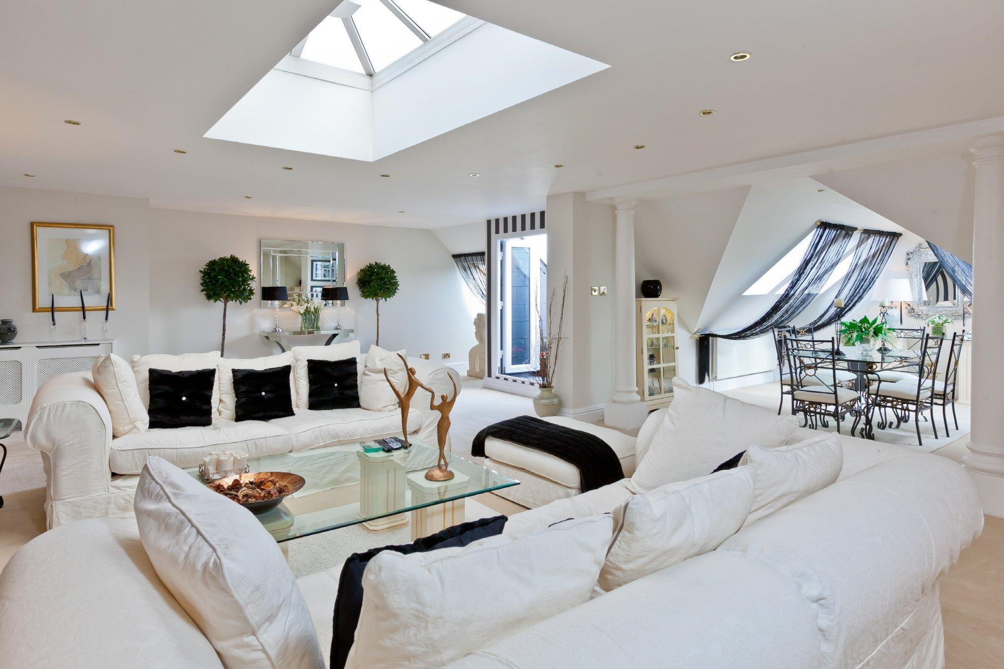 Whiteoak,Lounge