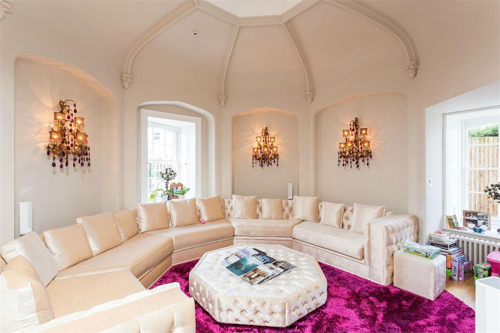 Wall Hall,Lounge