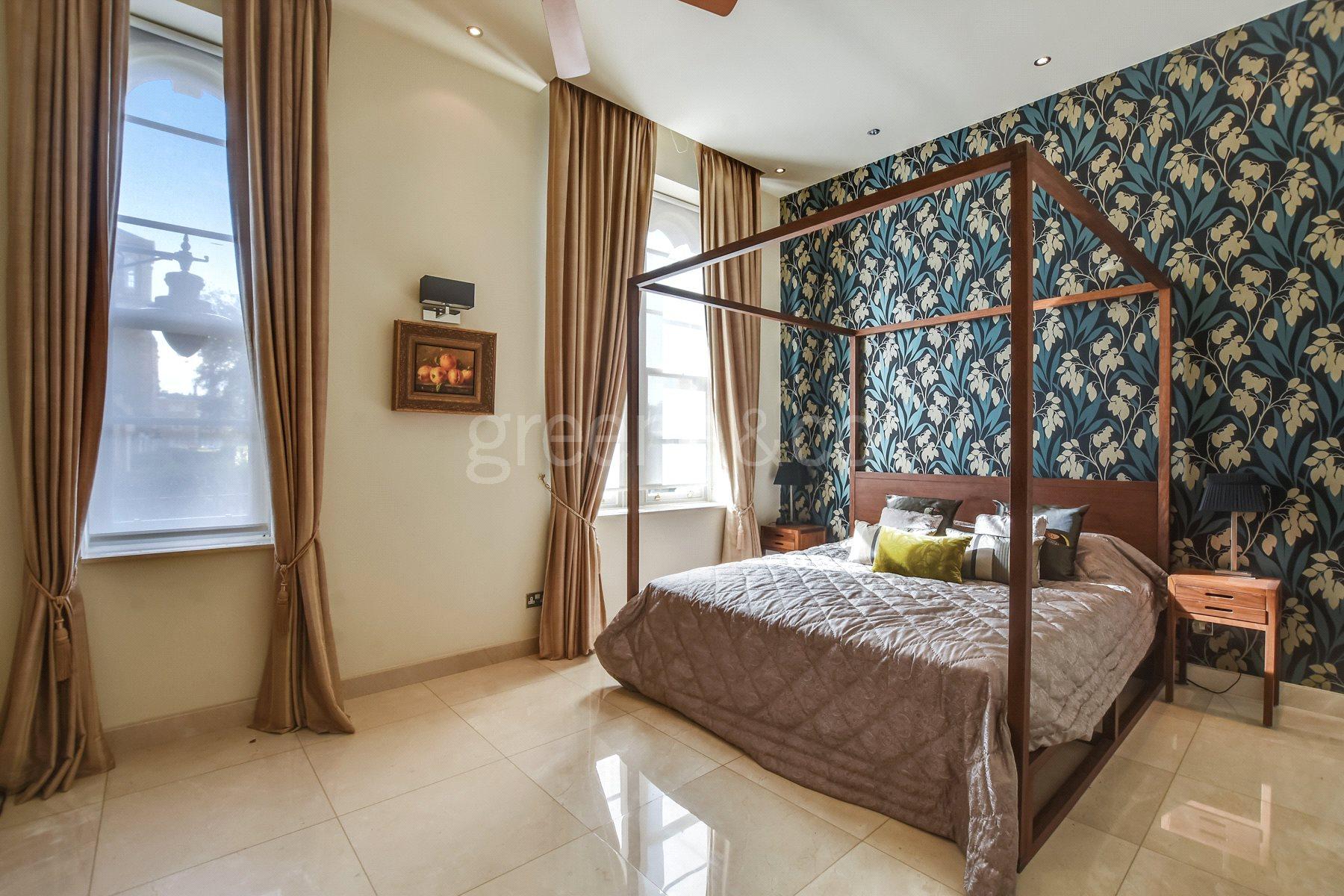 Princess Park Manor,Master Bedroom