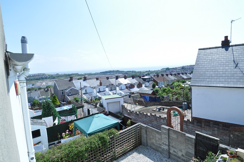 2 bed terraced house for sale in trinity street barry for Whats a terraced house