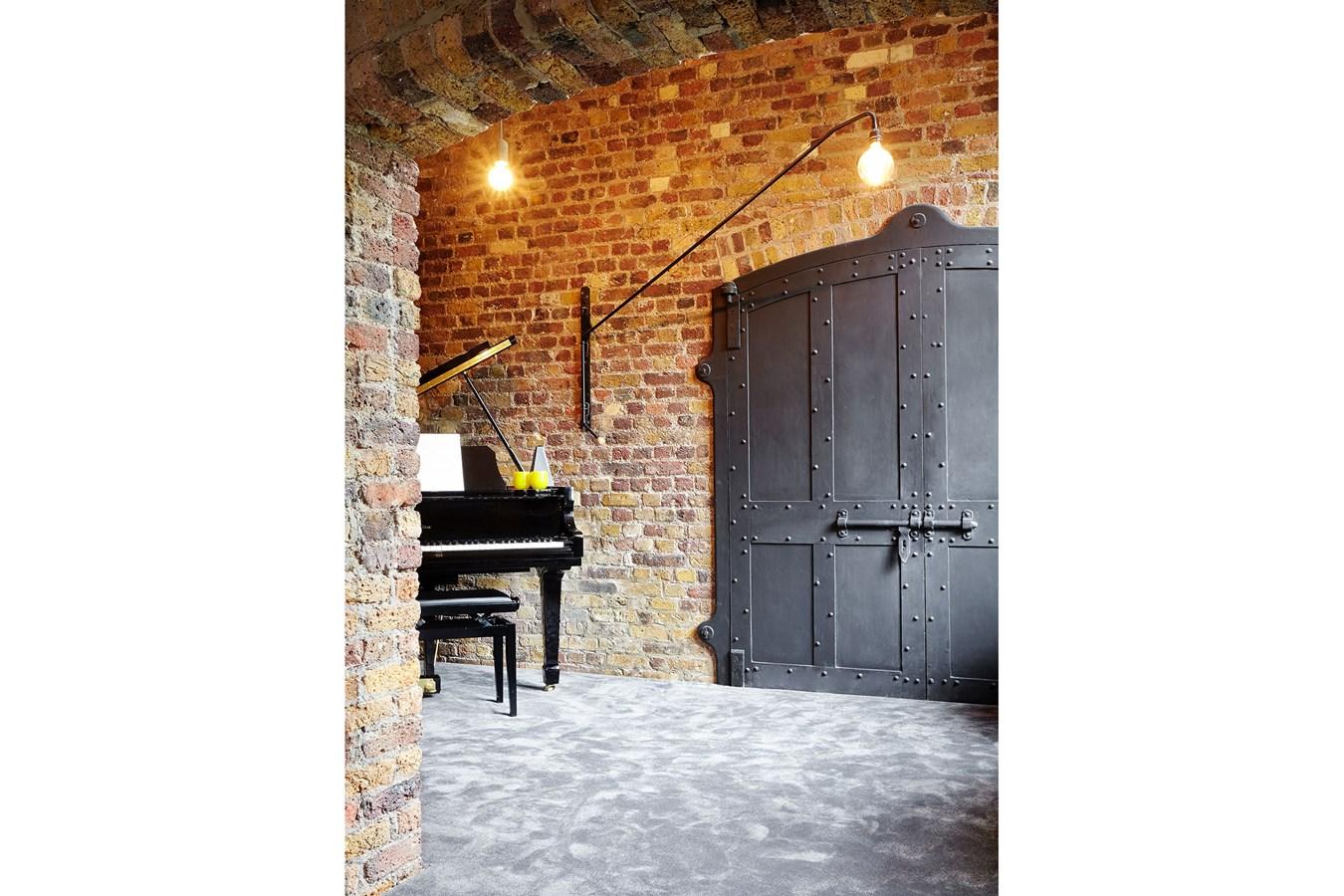 Telfords Yard,Door