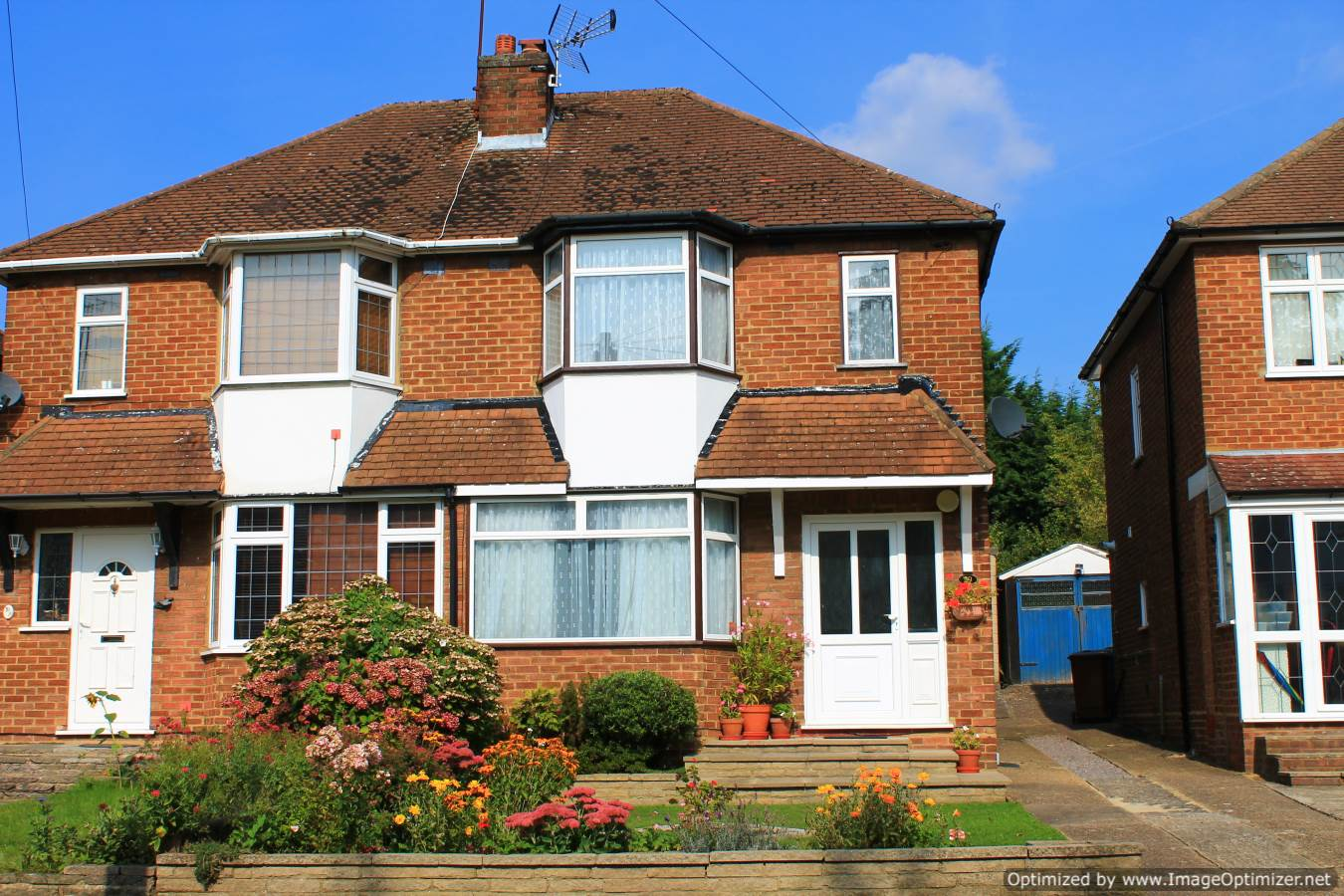 3 bed semi detached house for sale in deepdene potters for Modern house zoopla