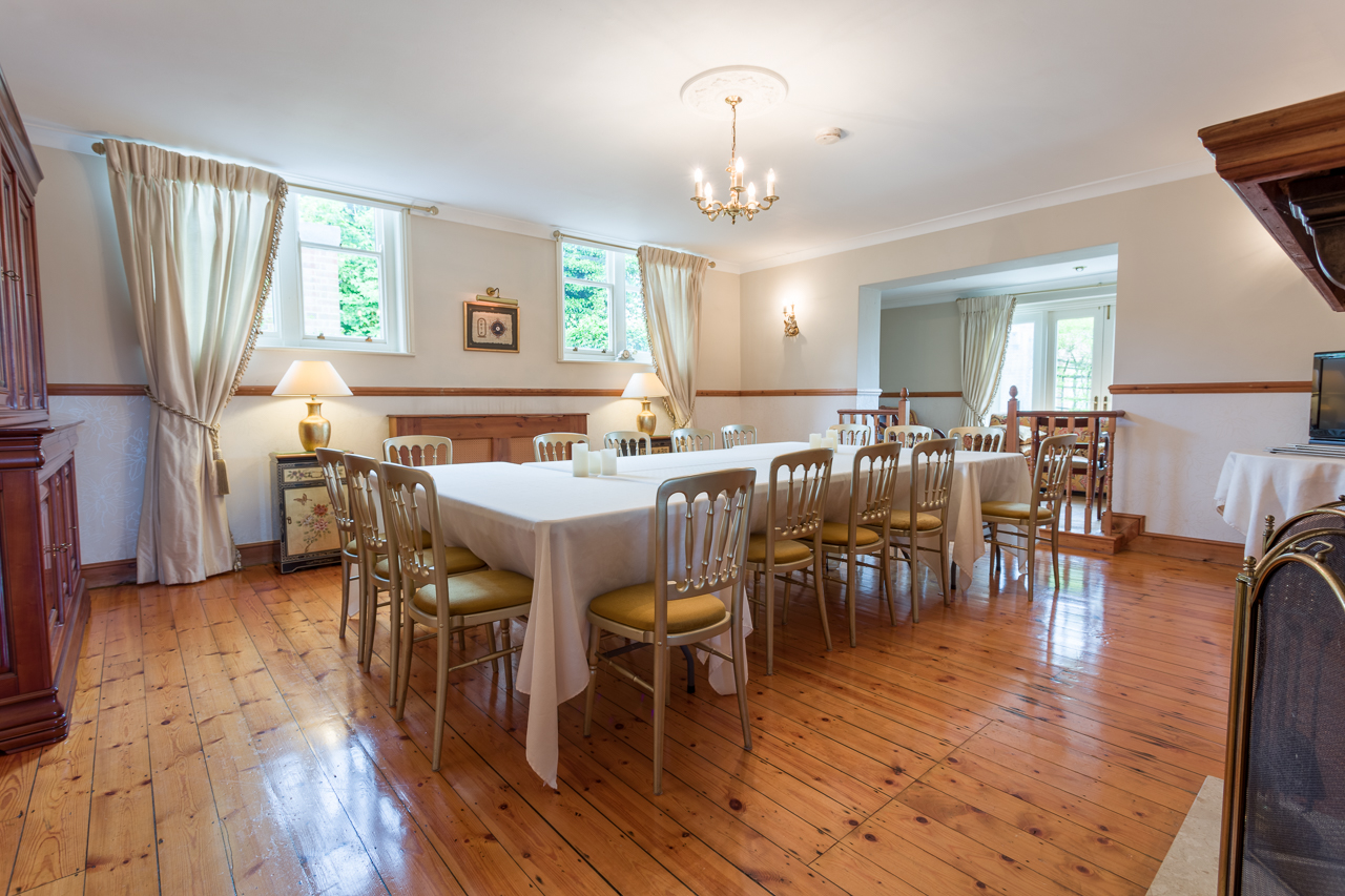 Sarah Beeny,Dining room