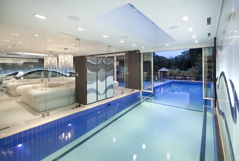 Top 10 indoor swimming pools zoopla for Houses with swimming pools inside for sale