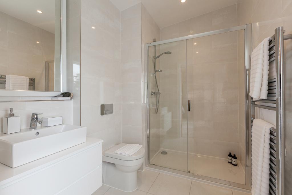 Crest Nicholson,Bathroom