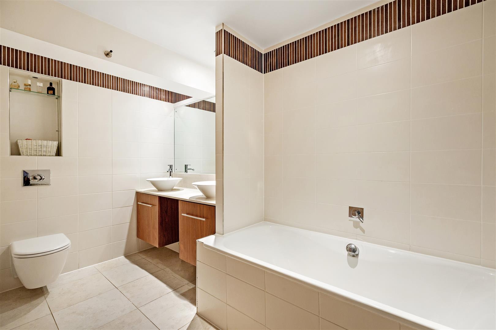 Indigo Scott,Bathroom