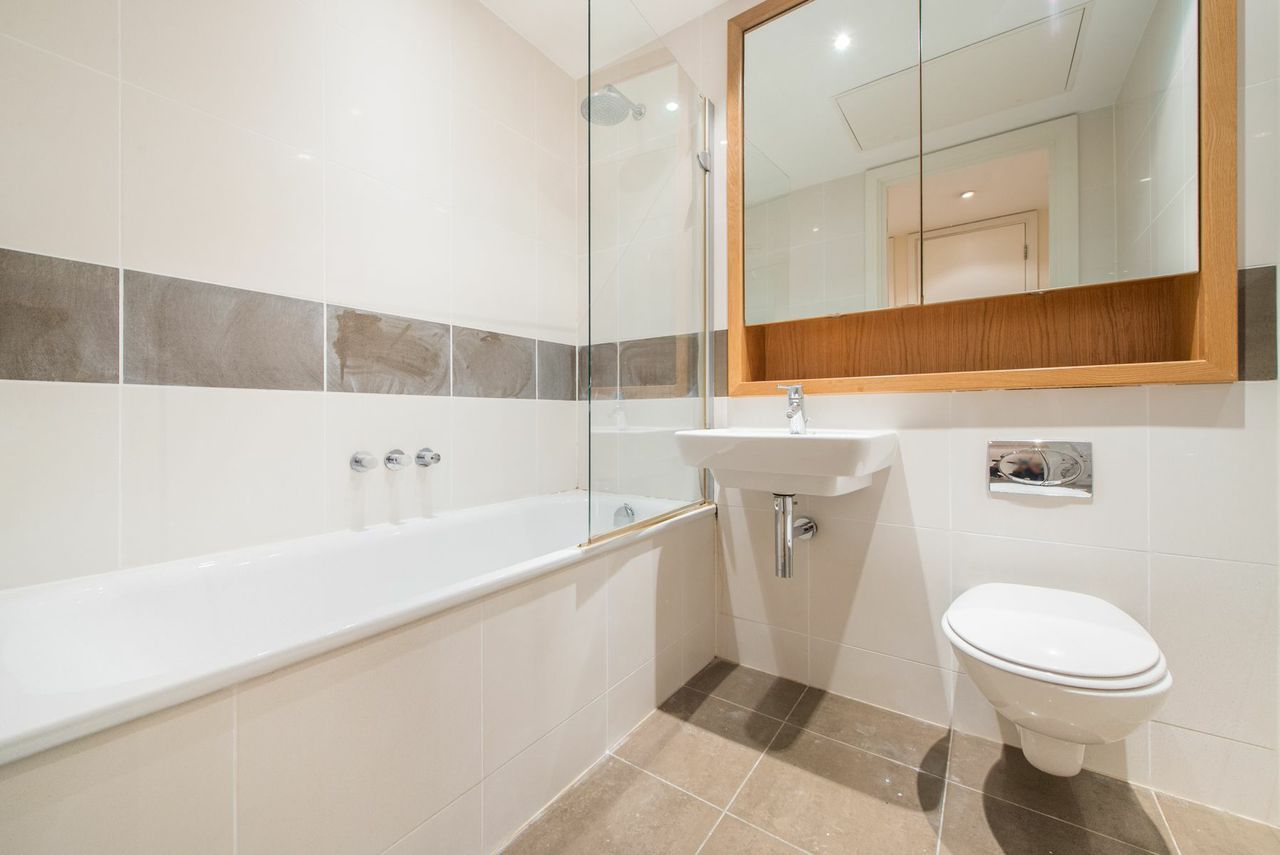 Grosvenor Waterside,Bathroom