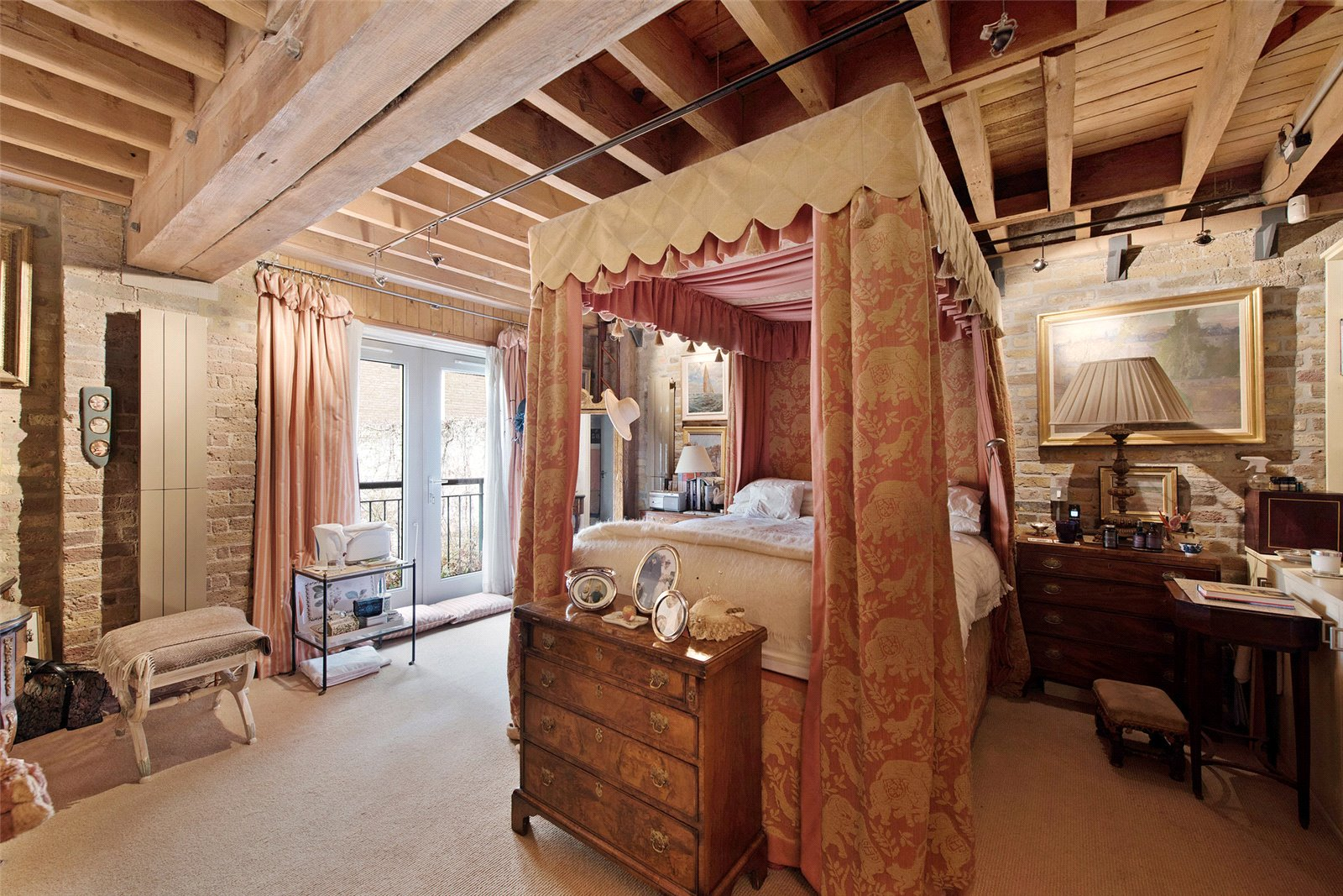 Butlers and Colonial Wharf,Master Bedroom
