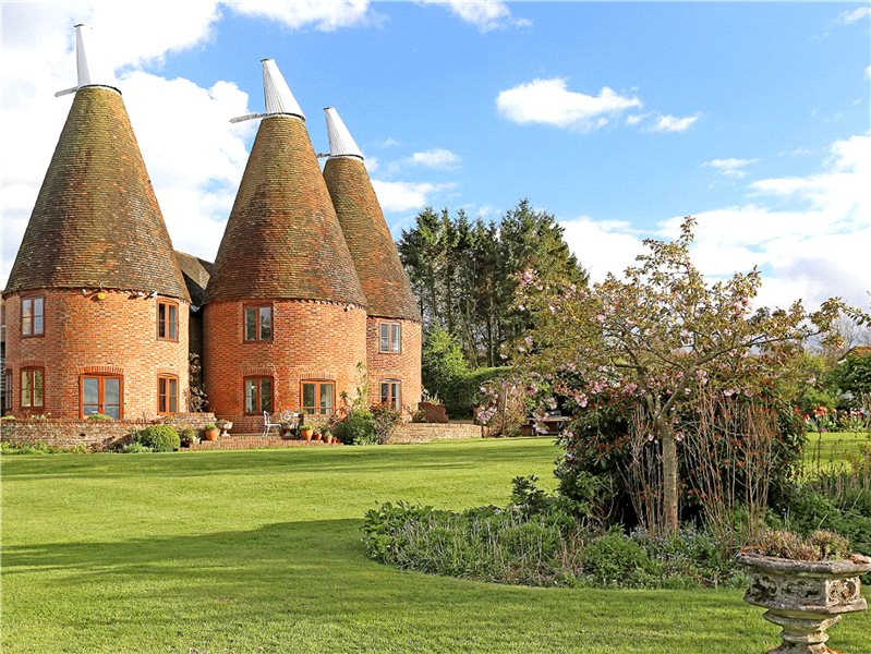 Six bedroom Oast house in Kent