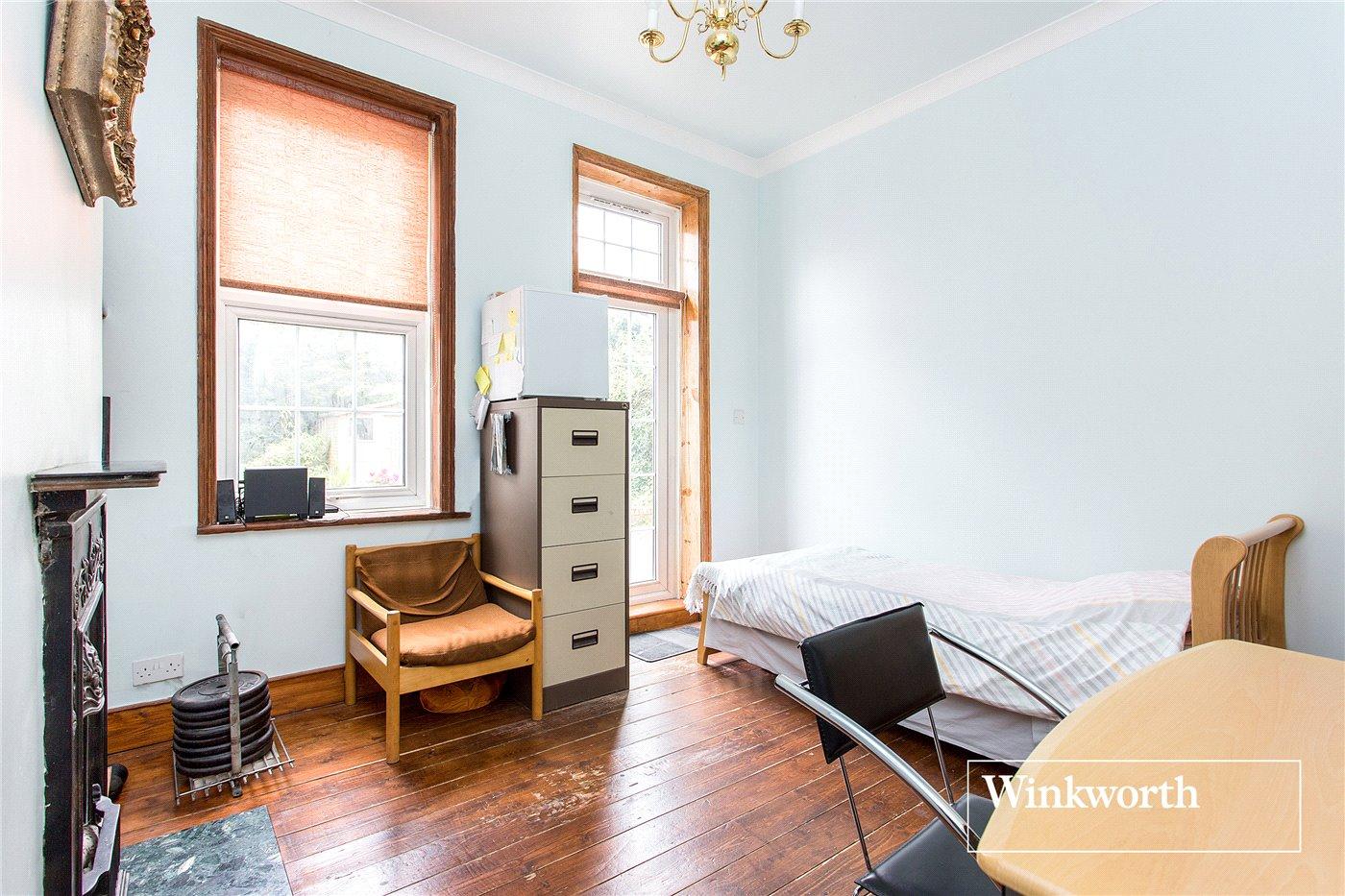 2 Bedroom Flat For Sale In High Road Whetstone N20 London