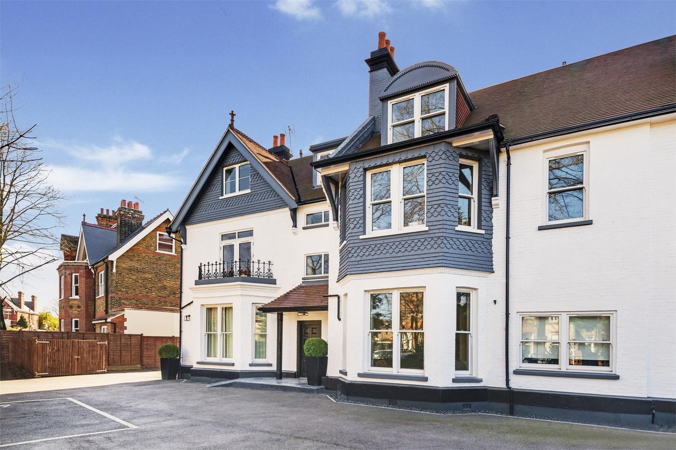 2 Bedroom Flat For Sale In The Lodge Creffield Road Ealing W5 London