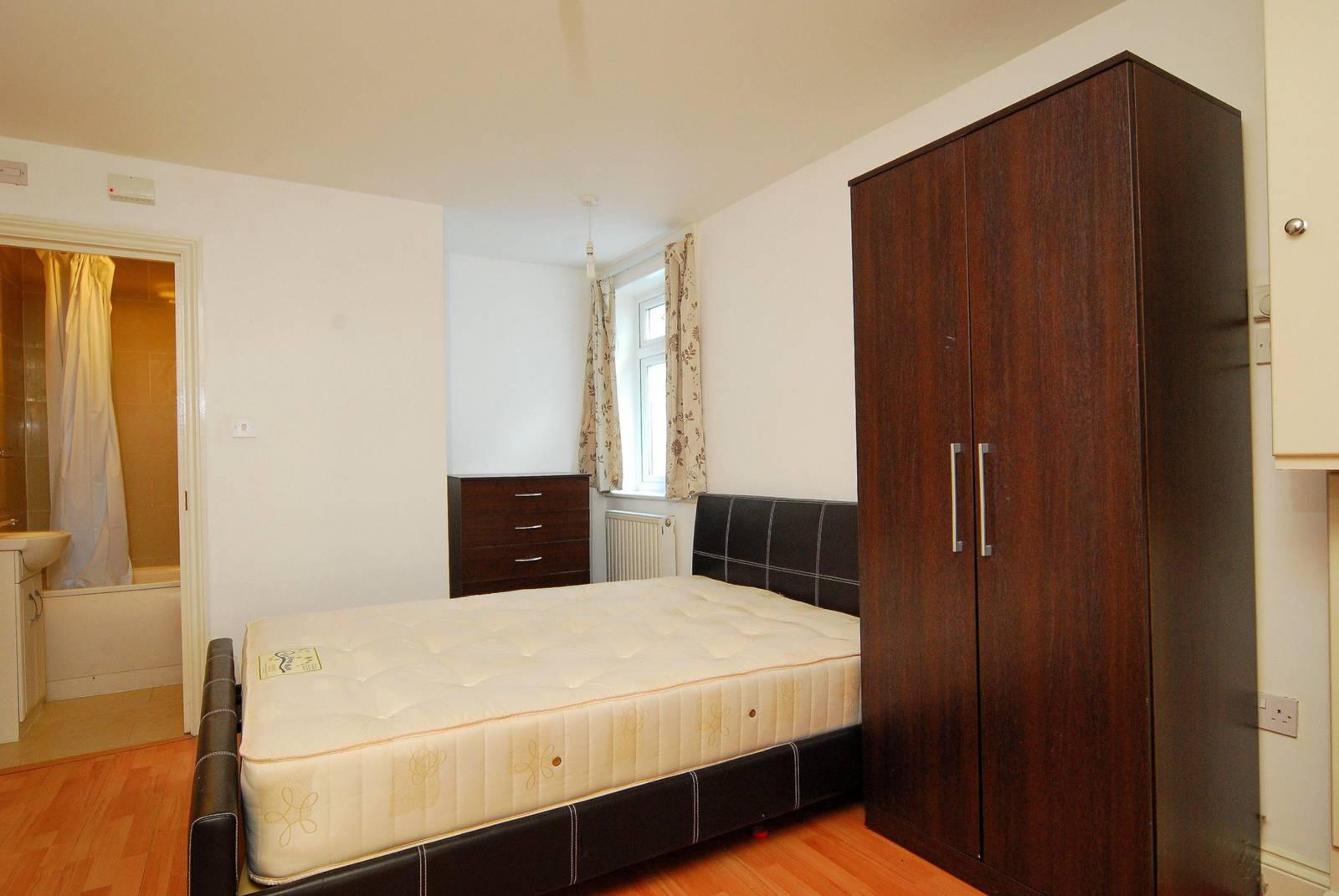 bedroom flat to rent in broadway west ealing w13 london
