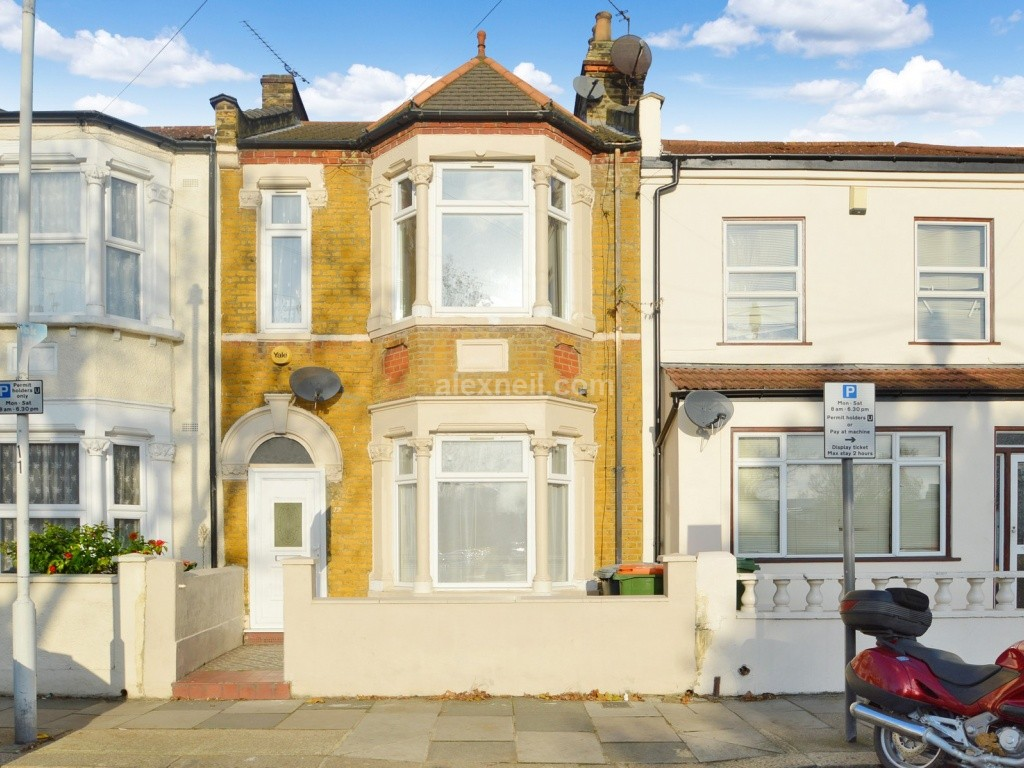 3 bedroom terraced house for sale in st stephen s road