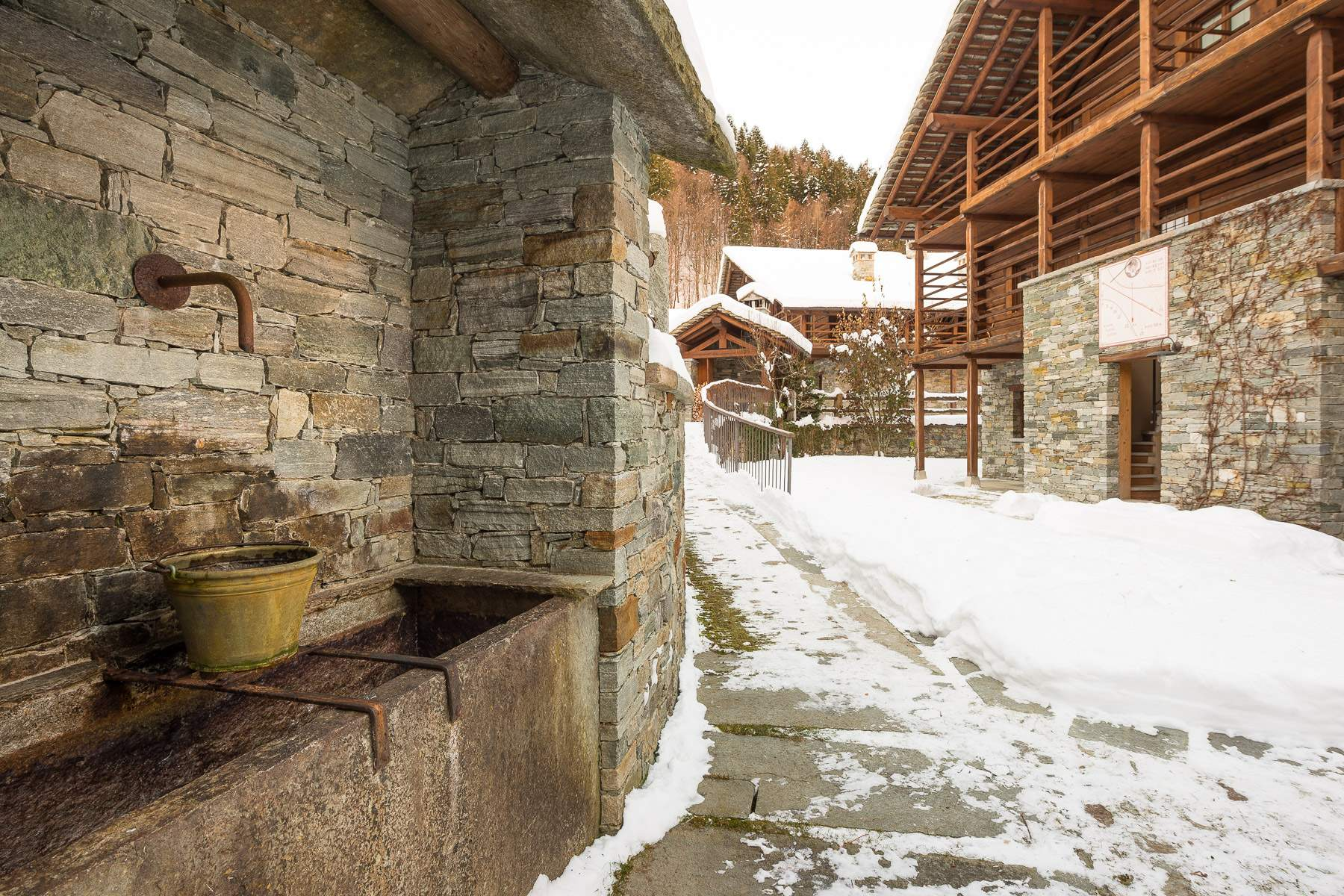 alagna valsesia gay personals The church of san defendente built by the villagers who escaped the plague of 1630 has three sundials dating early 1800s, the work of g carestia leaving the trail (no210) that leads to cima mutta, continue left along a well marked scenic trail and you will reach the village of oro in 10 minutes.