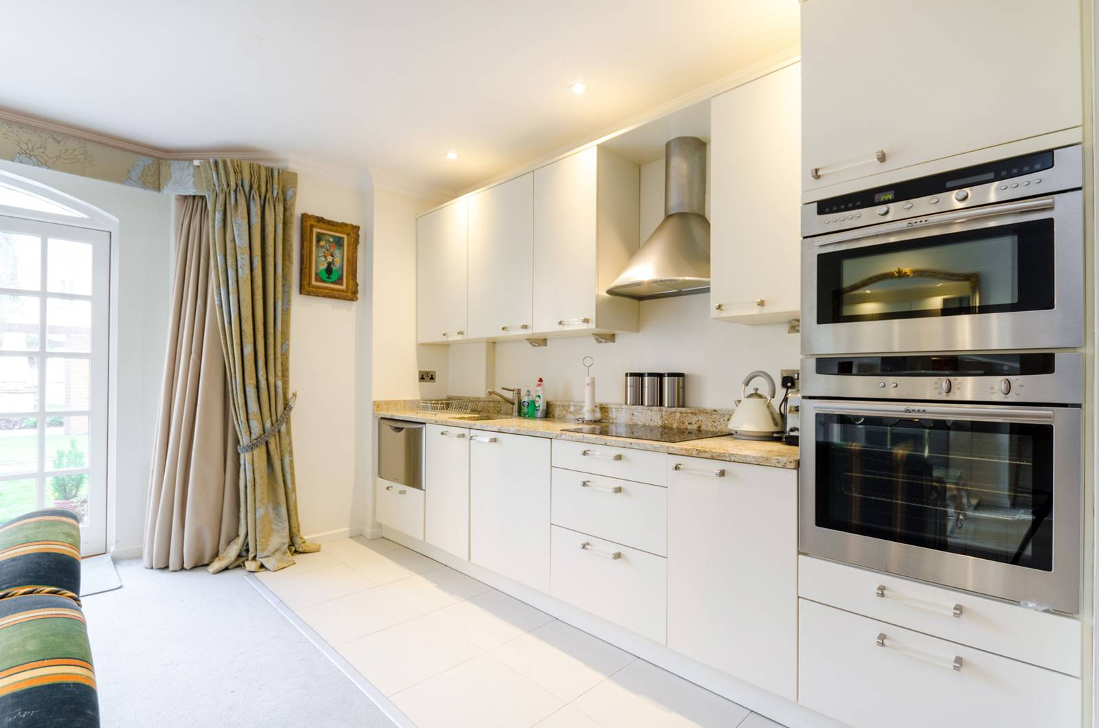 2 Bedroom Flat To Rent In Queens Reach East Molesey Kt8 London
