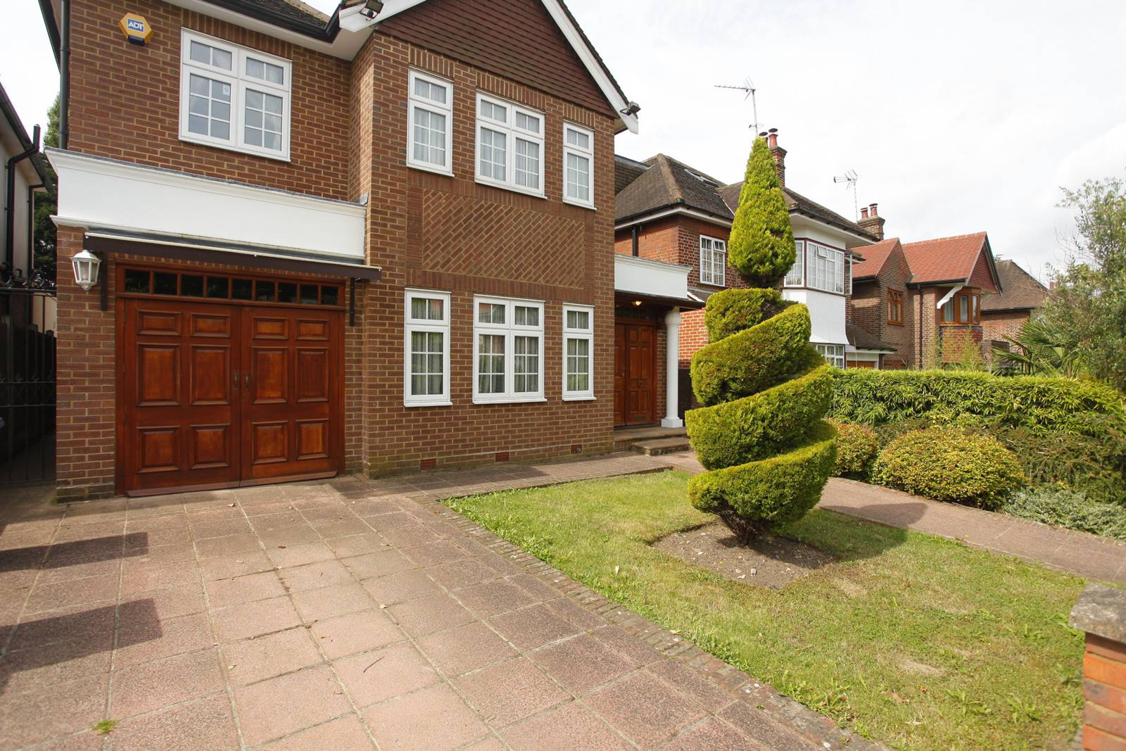 Bed House For Sale East Finchley