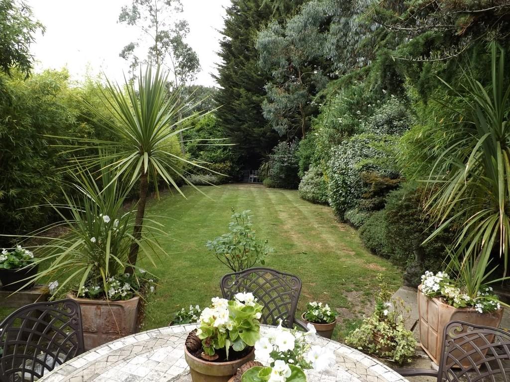 4 Bedroom Detached House For Sale In Edgwarebury Lane