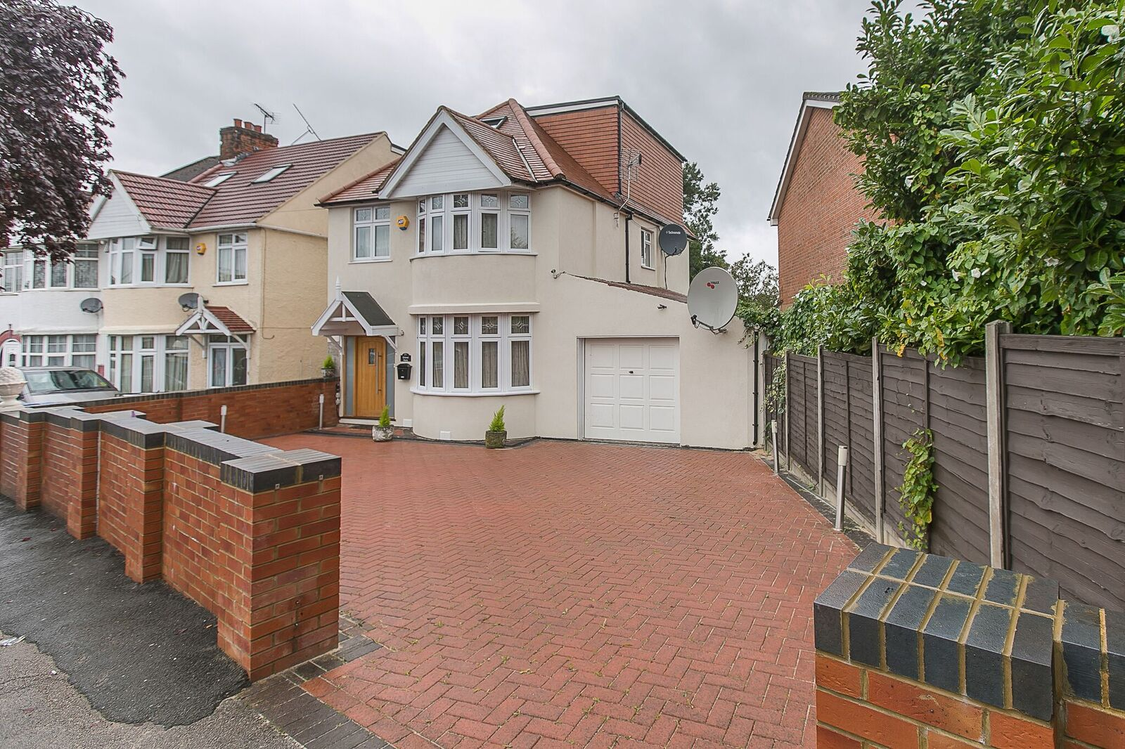 5 bedroom detached house for sale in grove park kingsbury for Grove park house