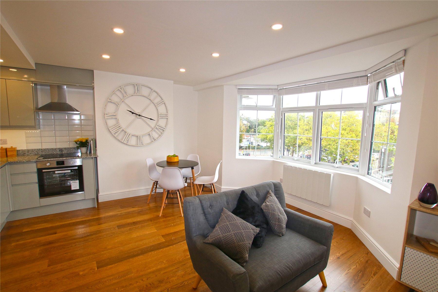 1 Bedroom Flat For Sale In West Byfleet Surrey Kt14 London