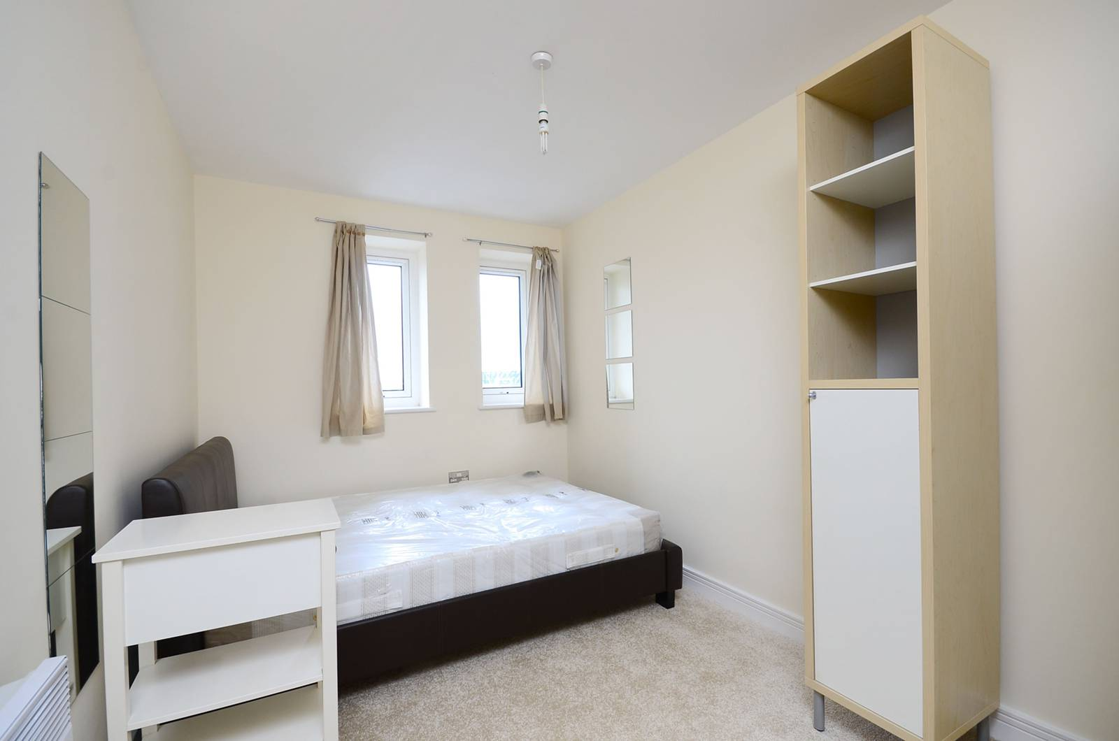bedroom flat to rent in central house stratford e15 london