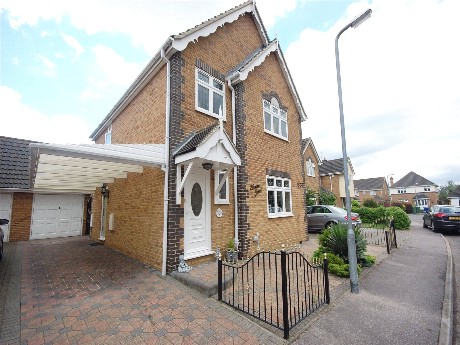 4 bedroom detached house for sale in rowan grove aveley south
