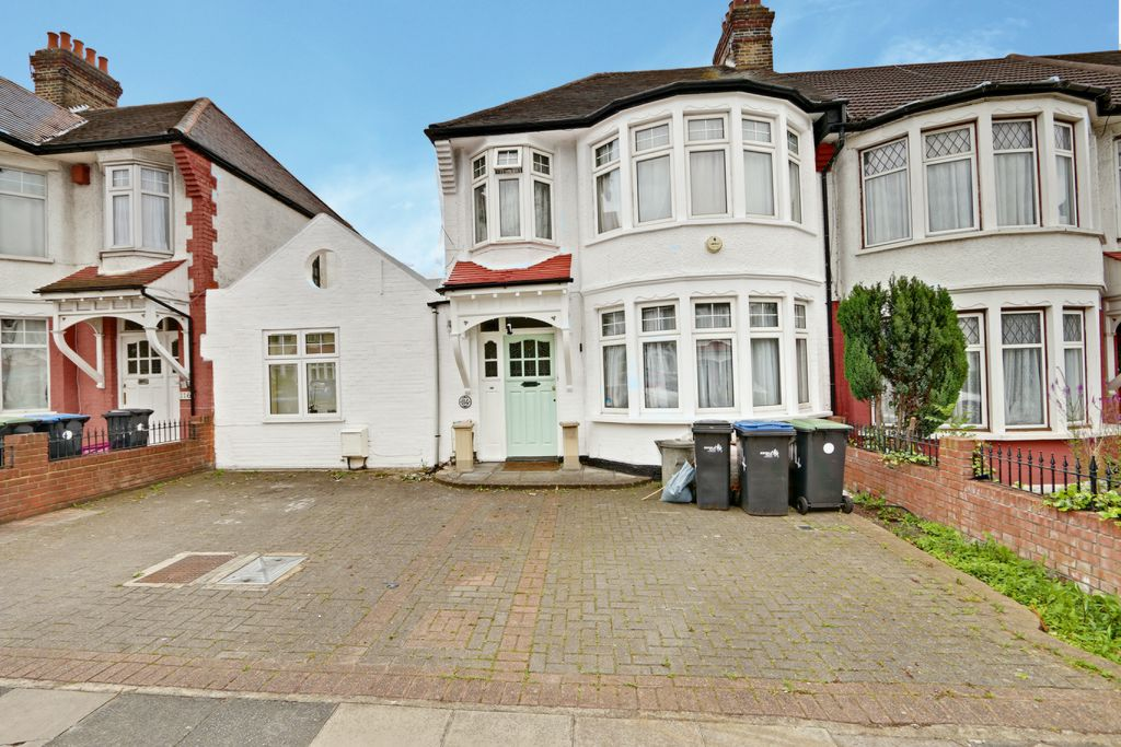Berkshire Gardens, Palmers Green N13, 3 Bedroom Semi Detached House For  Sale   44329763 | PrimeLocation