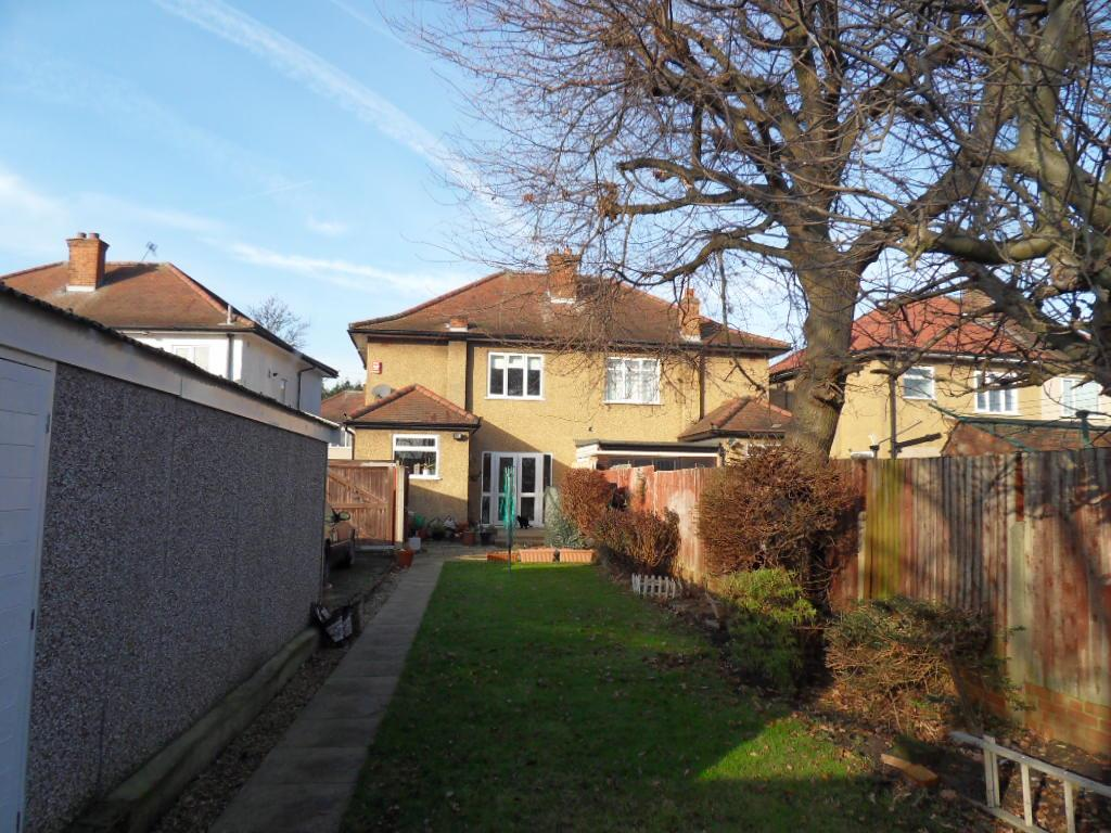 bedroom semi detached house for sale in adelphi crescent hayes ub4