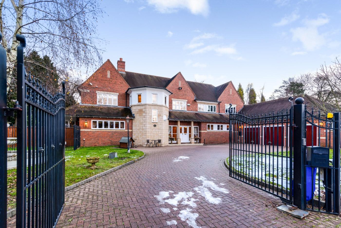 5 Bedroom Detached House For Sale Millionplus