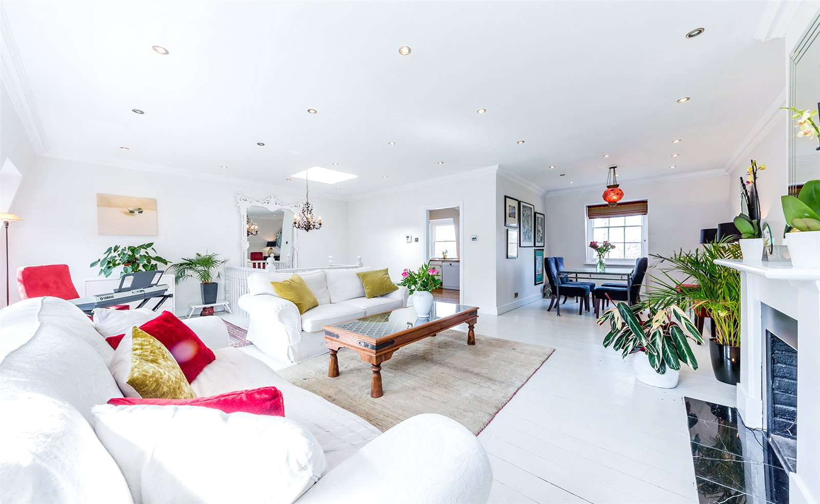 3 bedroom flat for sale in Hogarth Court, North End, NW3, London