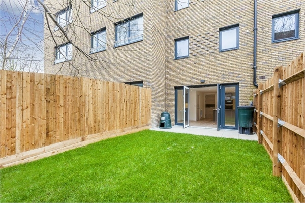 4 bedroom end of terrace for sale in mary rose square for 53 marine terrace