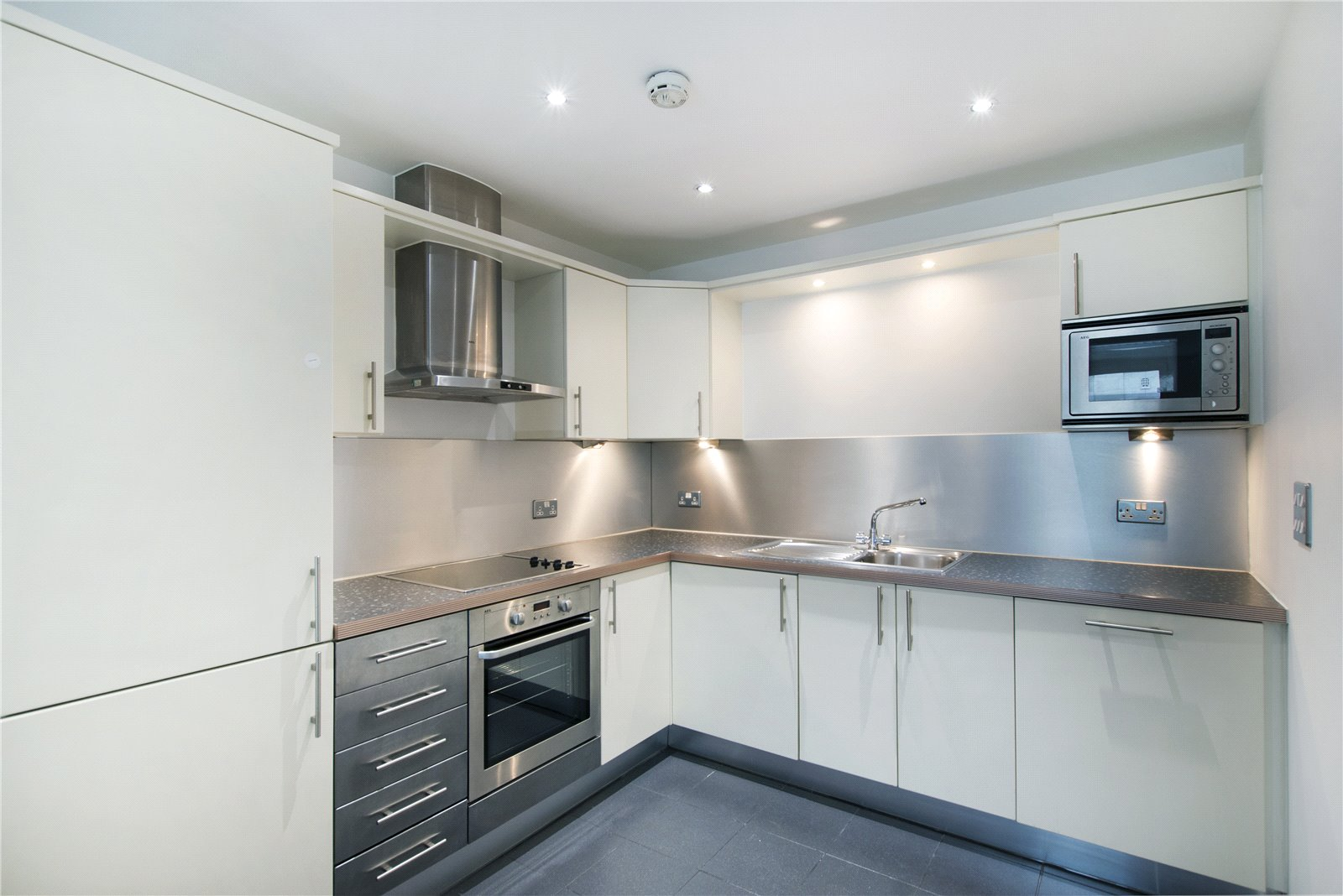 1 bedroom flat for sale in Gardner Court, 1 Brewery Square, EC1V, London