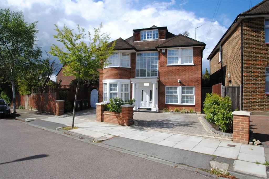 5 Bedroom Detached House For Sale In Hillcrest Gardens