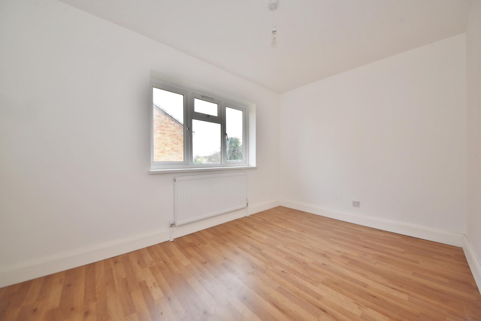 2 Bedroom Flat For Sale In Connaught Road Teddington Tw11 London