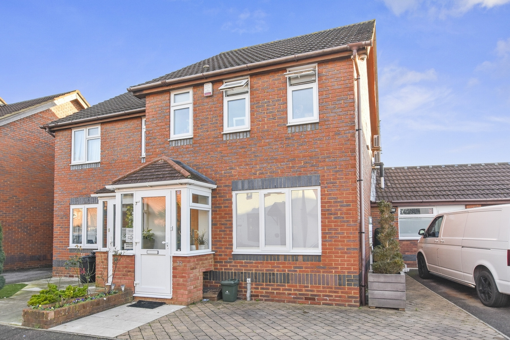 bedroom semi detached house for sale in telford way hayes ub4