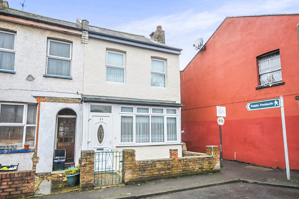 3 bedroom end of terrace for sale in church path mitcham for 4 church terrace docking