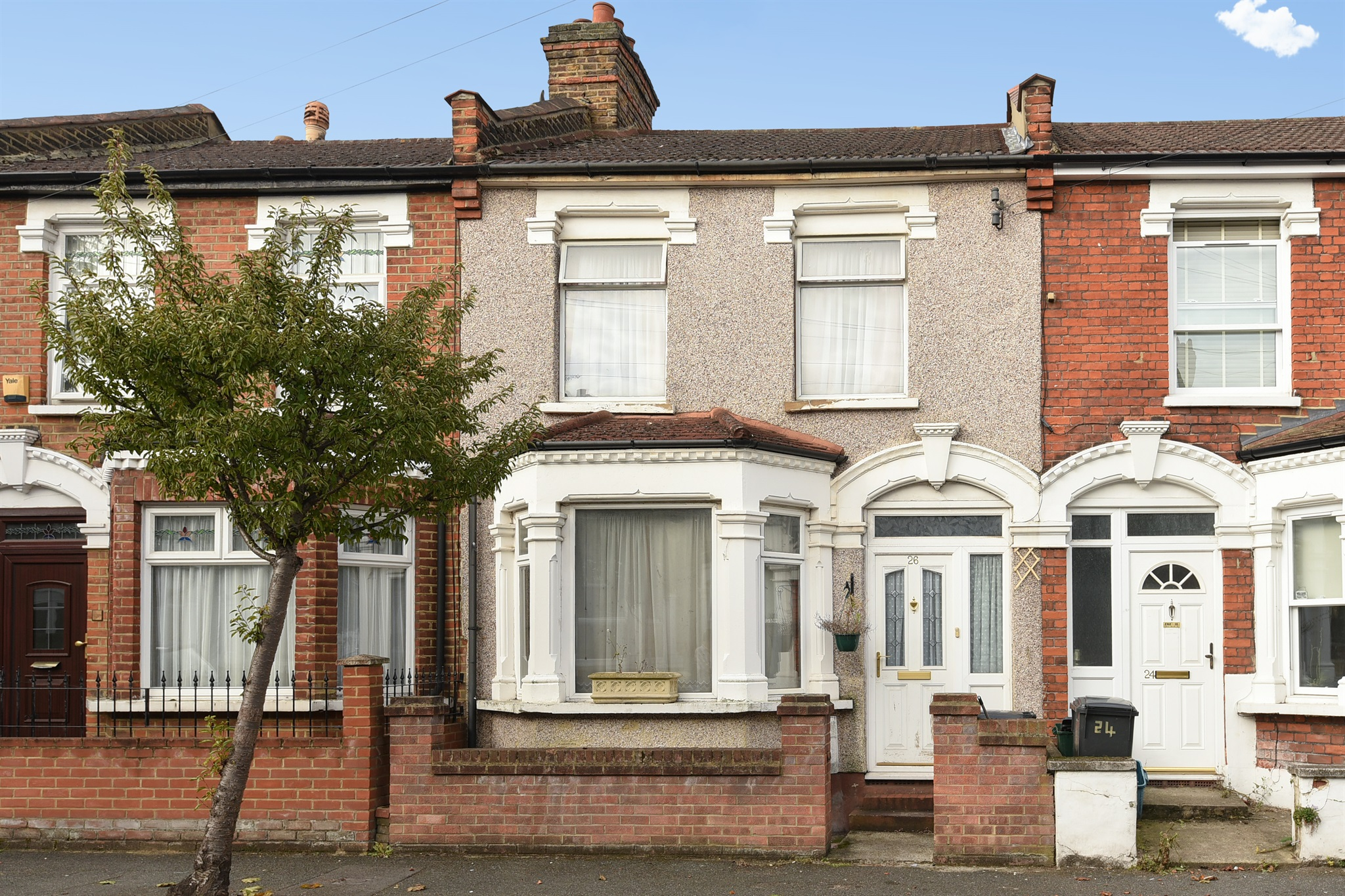3 bedroom terraced house for sale in aylett road south
