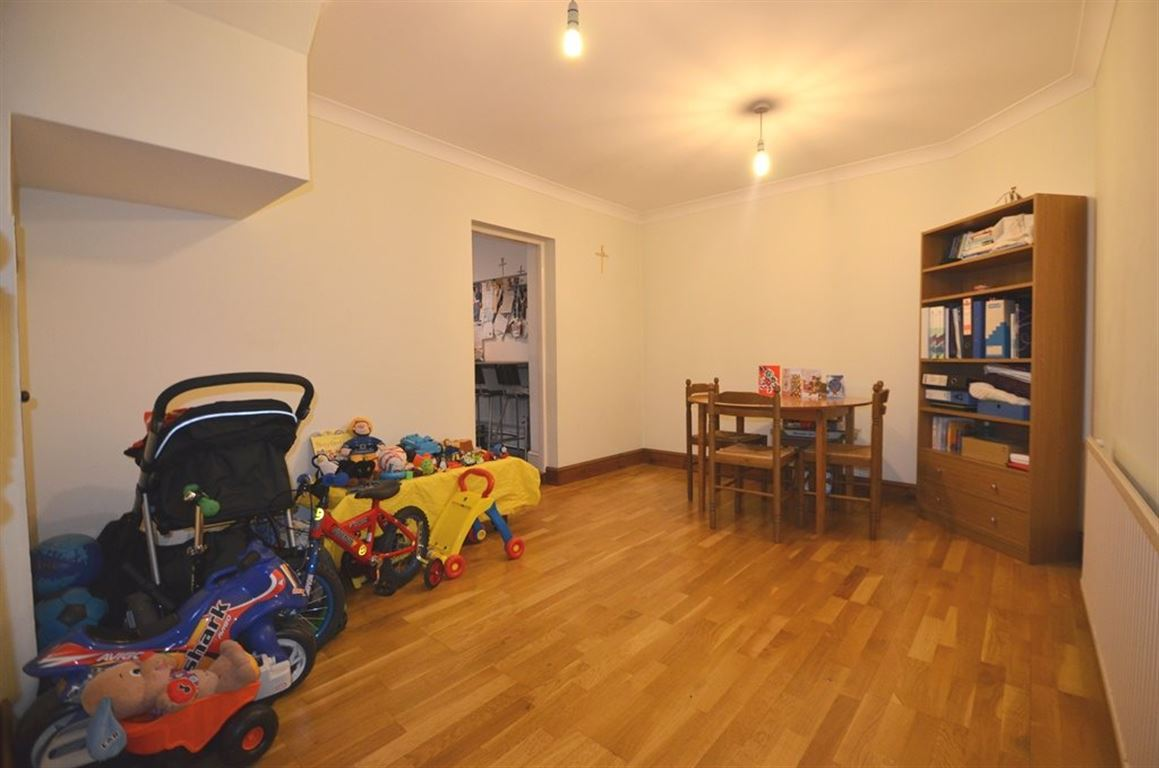 bedroom property to rent in balmoral drive hayes ub4 london