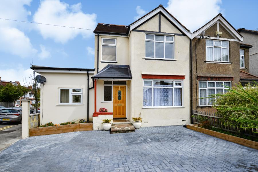 5 Bedroom Detached House For Sale In London