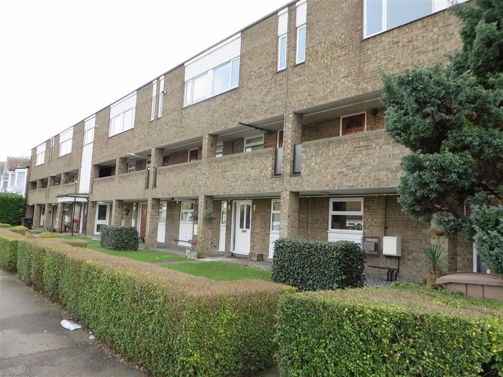 2 Bedroom Flat To Rent In Chingford Avenue E4 London