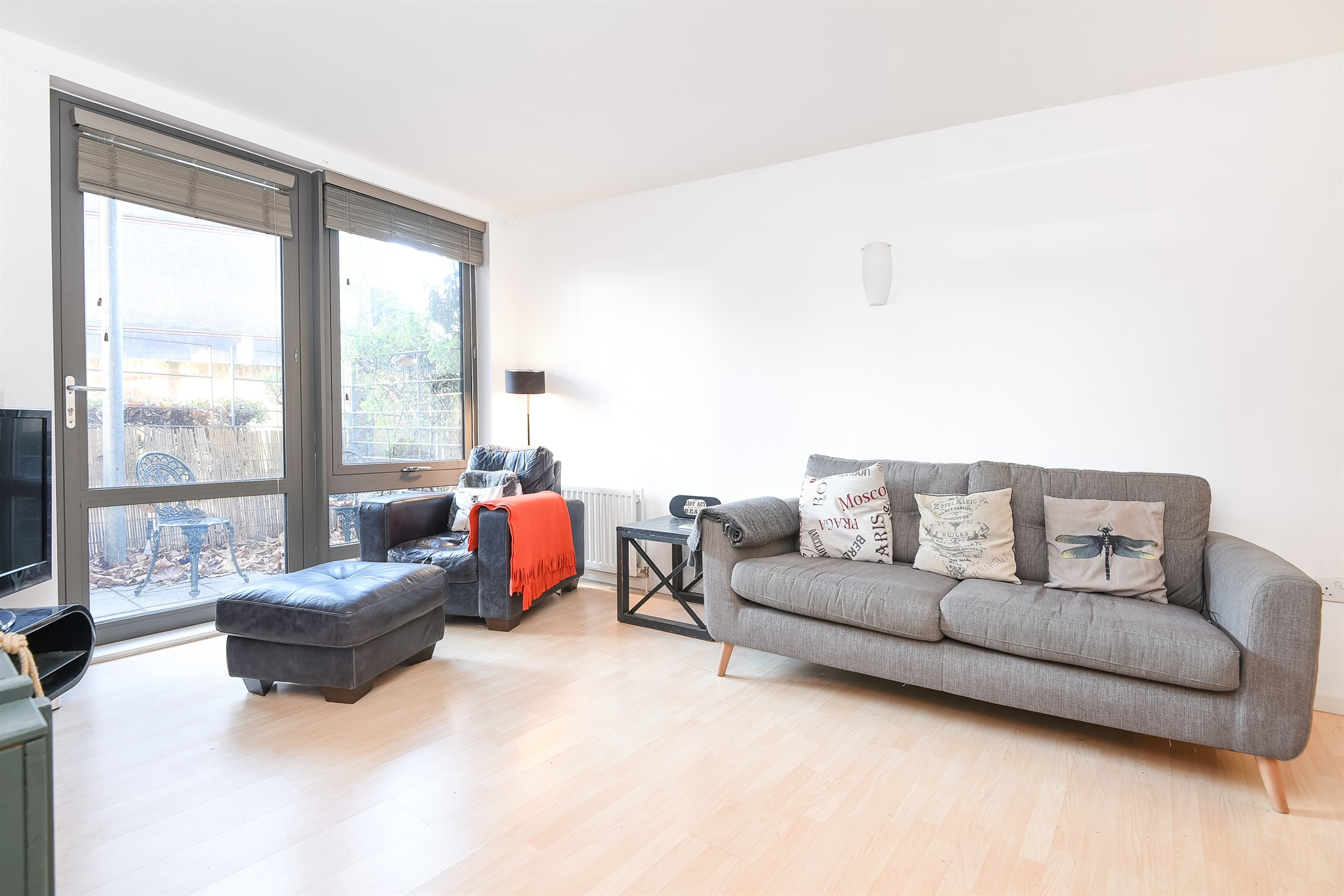 2 Bedroom Flat For Sale In Clapham Road Stockwell Sw9 London