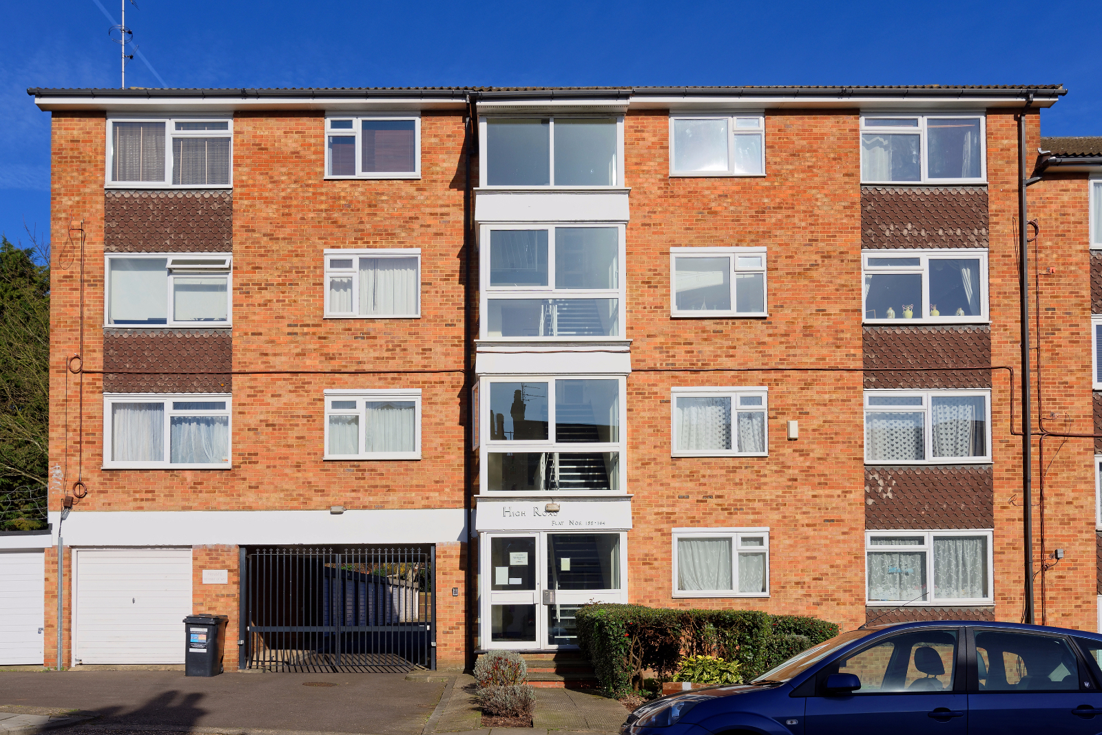 2 Bedroom Flat For Sale In High Road New Southgate N11 London