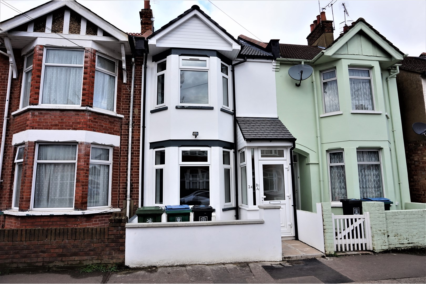 2 Bedroom Flat For Sale In Princes Avenue Watford Wd18 London