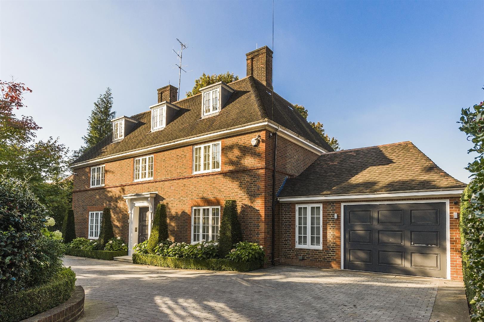 6 Bedroom Property For Sale In Ingram Avenue Hampstead