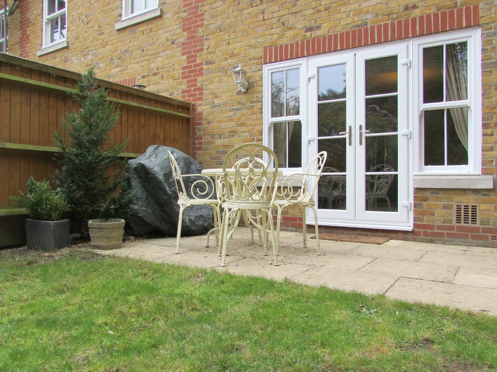 3 bedroom end of terrace for sale in grove mill place for 11242 mill place terrace