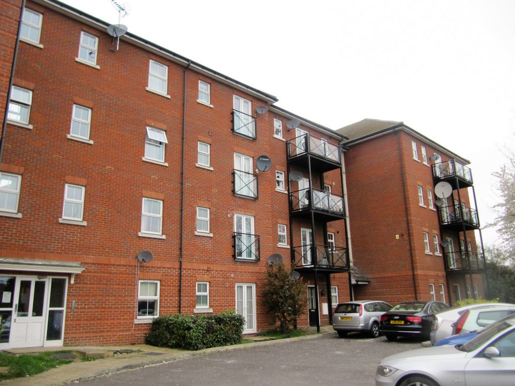 2 Bedroom Flat For Sale In Piper Way Ilford Ig1 London