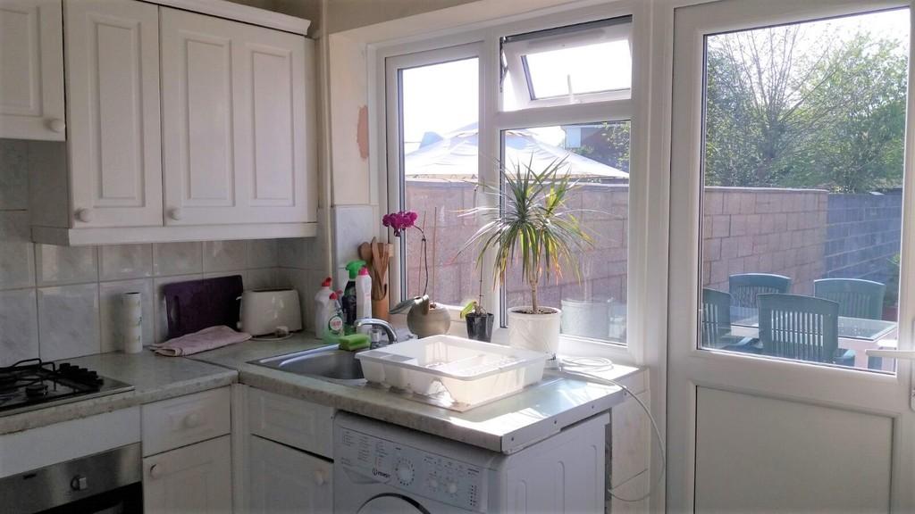 bedroom terraced house for sale in berwick avenue hayes ub4 london